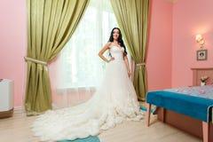 белокурые детеныши венчания платья Стоковые Фото