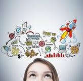 Белокурые предназначенная для подростков голова s и красочные начинают вверх значки бесплатная иллюстрация