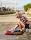 Белокурый автостопщик девушки Стоковое Изображение