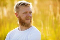 Белокурый бородатый человек стоковая фотография