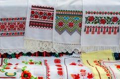 Белорусские полотенца с вышитым традиционным орнаментом стоковое фото rf