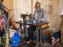 Белошвейка на улице в Индии Стоковые Фото