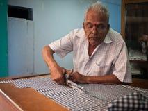 Белошвейка на улице в Индии Стоковая Фотография