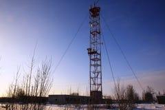 Бело-красная башня радиосвязи Стоковая Фотография