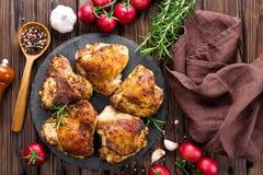бедренные кости зажженные цыпленком стоковые фото