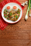 Бедренные кости цыпленка с белым рисом, грибами и перцем Стоковое Фото