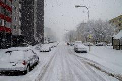 Бедствие снега в Братиславе Словакии, огромный снег шелушится 30-ое января 2015 Стоковое фото RF