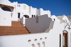 Белые архитектурноакустические элементы с куполами Стоковая Фотография