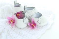 Белые ботинки ребёнка Стоковое Изображение RF