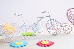 Белые велосипеды игрушки Стоковое фото RF