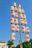 Белые и красные японские бумажные фонарики стоковые изображения