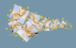 Белые коробки с смычком золота Стоковые Изображения RF