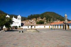 Белые колониальные дома Ла Recoleta на квадрате Площади Педра de Anzures, Сукре, Боливии Южной Америке Стоковое Фото