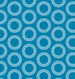 Белые кольца на голубом backgroung. Стоковое фото RF