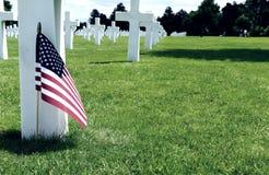 Белые кресты в американском кладбище, Coleville-sur-Mer, Омахе Bea стоковая фотография