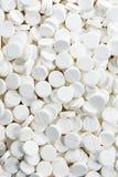 Белые круглые пилюльки антибиотика таблетки медицины Стоковое фото RF