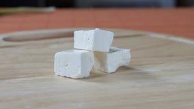 Белые кубы сыра коровы Стоковые Фотографии RF