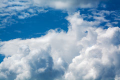Белые курчавые облака в голубом небе 1 предпосылка заволакивает пасмурное небо Стоковое Изображение RF