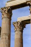 Белые мраморные столбцы возглавляют детали виска Зевса Стоковое Изображение