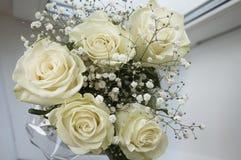 Белые нежные розы в букете Стоковое Фото