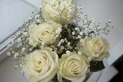Белые нежные розы в букете Стоковые Фото
