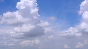 Белые облака & голубое небо видеоматериал