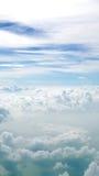 Белые облака и предпосылка голубого неба Стоковые Изображения