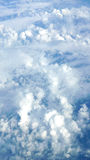 Белые облака и предпосылка голубого неба Стоковые Фото
