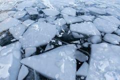 Белые ломти льда внутри прозрачно стоковое изображение rf