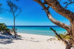 Белые песок и бирюза мочат в пляже Pia Марии стоковое изображение