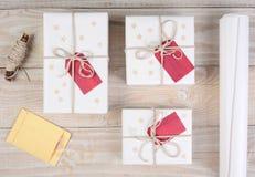 Белые подарки на рождество Стоковое фото RF