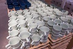 Белые плиты в магазине Стоковая Фотография RF