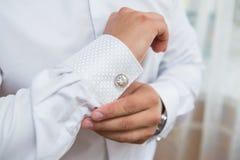 Белые рубашка и запонка для манжет Стоковое Изображение
