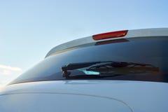 Белые счищатели зада автомобиля стоковая фотография rf