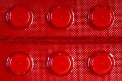 Белые таблетки в красном пакете волдыря Стоковое Изображение RF
