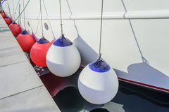 Белые томбуи на борту корабля Стоковая Фотография RF