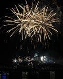 Белые фейерверки над горизонтом Цинциннати Стоковые Фотографии RF