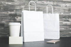 Белые хозяйственные сумки и крупный план кофе Стоковые Фото