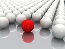 Белые шарики и красная сфера Стоковое Фото
