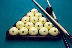 Белые шарики для биллиардов в треугольнике Стоковое Изображение