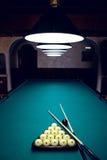 Белые шарики для биллиардов в треугольнике Стоковое Фото