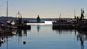 Белые шлюпки и винтажные детали пристани на Piran затаивают, Istria Стоковое Изображение RF