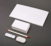 Белые элементы фирменного стиля на серой предпосылке Стоковые Фотографии RF