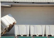 Белые ящики для хранения с одной вертикалью Стоковые Фото