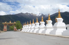 Белые stupas в Китае Стоковое Изображение