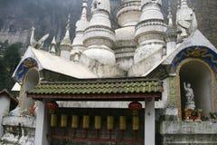 Белый висок утеса в Сычуань, фарфоре Стоковая Фотография RF