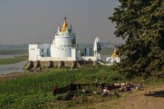 Белый дворец стоковое фото rf