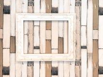 Белый деревянный вид картинной рамки на деревянной стене Стоковое Изображение
