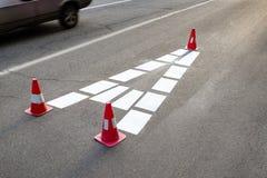 Белый знак на дороге Стоковое Изображение RF