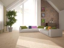 Белый дизайн интерьера живущей комнаты с угловой софой Стоковая Фотография RF